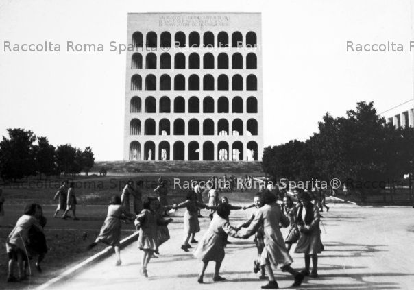 Eur palazzo della civilt italiana for Uffici roma eur