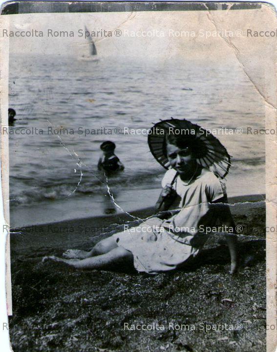 Ostia ragazza al mare for Aggiunta suocera