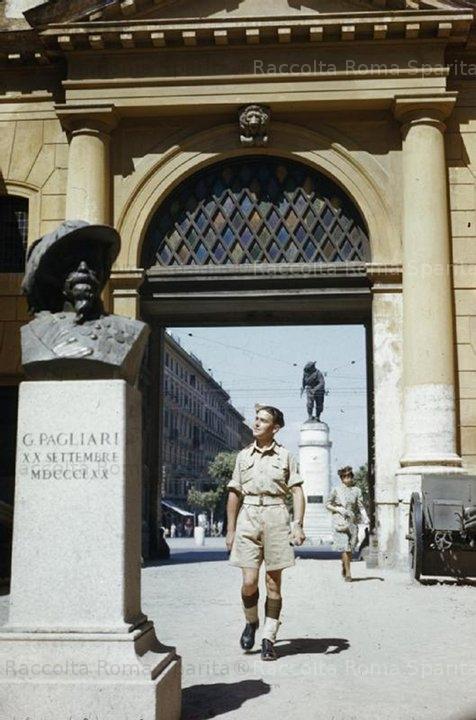 Un soldato alleato a Porta Pia