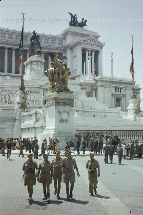 Piazza Venezia - Soldati alleati