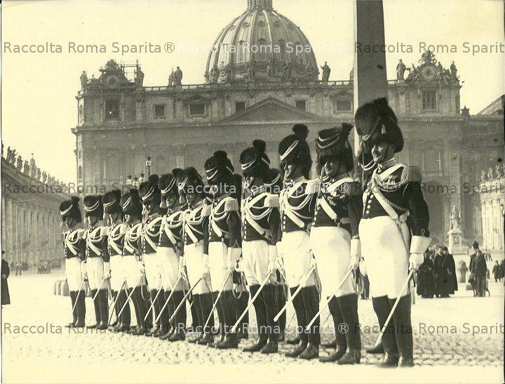 Piazza San Pietro - Guardie Palatine