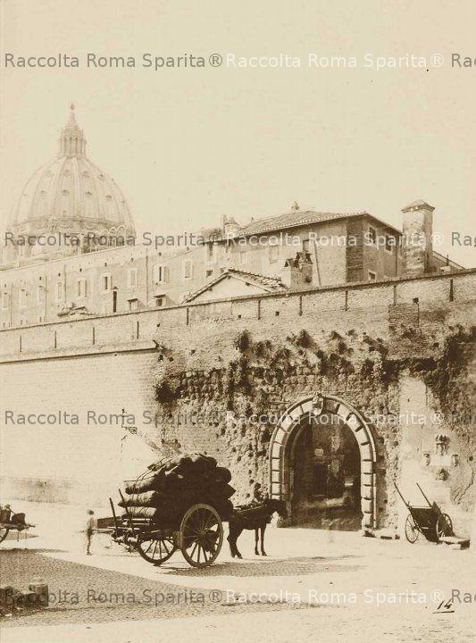 Porta Cavalleggeri e la cupola di San Pietro
