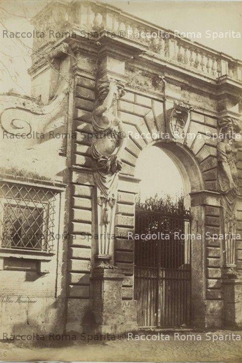 Portale di Villa Giustiniani Massimo all'Esquilino