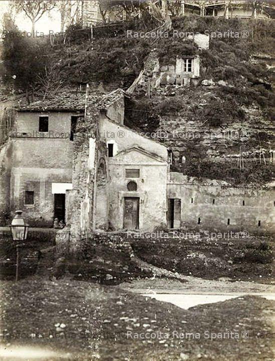 Via Marmorata - Arco e chiesetta di San Lazzaro