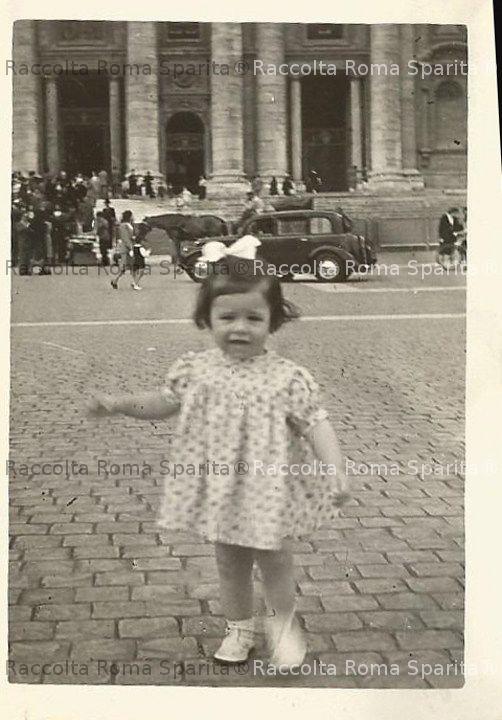 Bambina a San Pietro