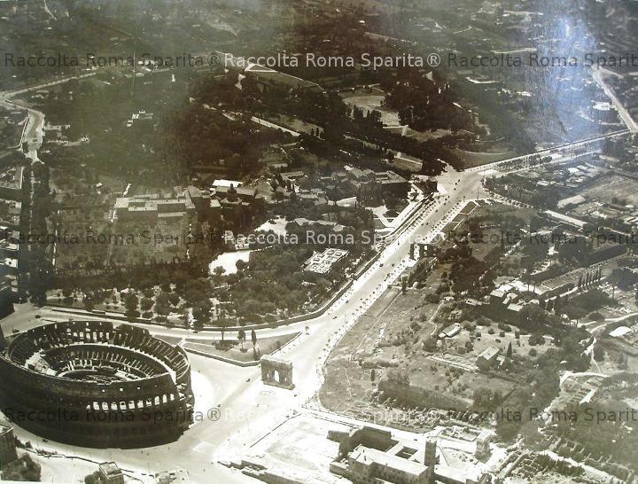 Vista aerea della zona intorno al Colosseo