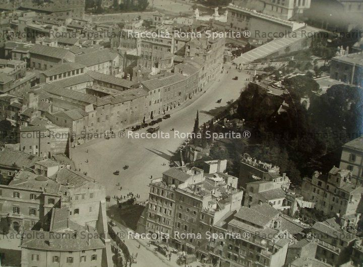 Vista aerea della zona del Teatro di Marcello