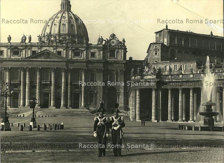 Carabinieri a Piazza San Pietro