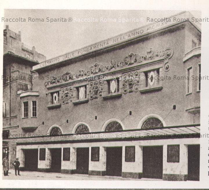 Piazza San Lorenzo in Lucina