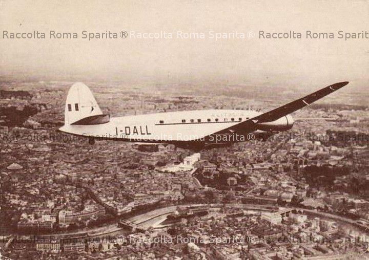 Il quadrimotore SM95 in volo su Roma