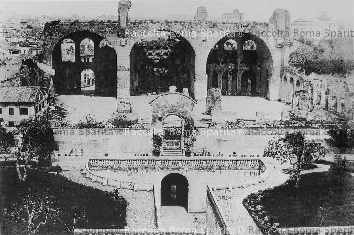 Basilica di Massenzio vista dagli Orti Farnesiani