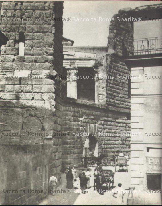 Via Tor de Conti e l'Arco dei Pantani