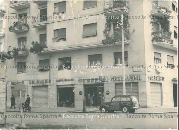 Via Genzano angolo Via Rocca Priora