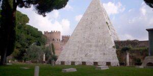 La Piramide Cestia e Porta San Paolo